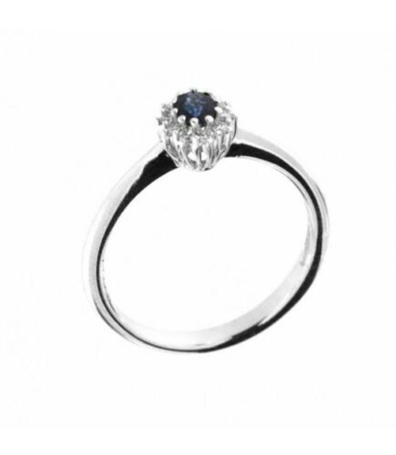 anello-rosetta-davite-delucchi-aa028996-zf-con-zaffiro-blu-e-contorno-di-diamanti